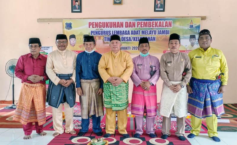 FOTO : Pengukuhan Pengurus Lembaga Adat Melayu Jambi Desa dan Kelurahan se Kecamatan Renah Mendaluh, Rabu (18/11/20)