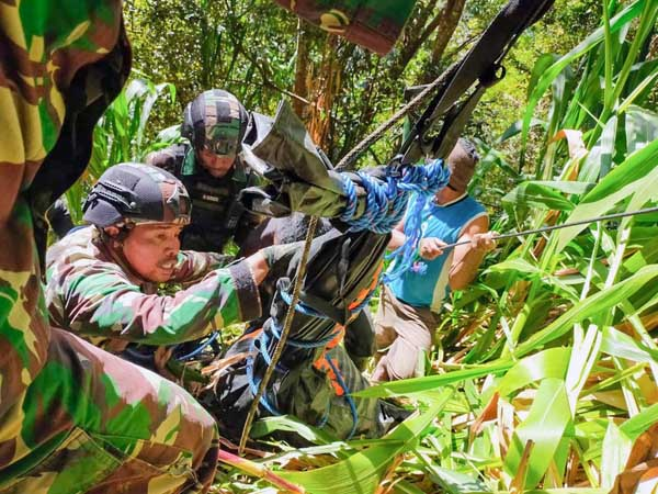 Satgas Kolakopsrem 172/PWY Berhasil Evakuasi Jenazah Suster Maelani di Kiwirok, Jumat (17/9/21). FOTO : Pen Kolakopsrem 172/PWY