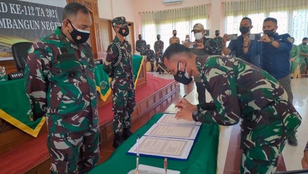 Danrem 042/Gapu Brigjen TNI M Zulkifl Resmi Tutup TMMD ke-112 Kodim 0416/Bute di Pendopo Rumah Dinas Bupati Tebo, Kamis (14/10/21). FOTO ; PENREM
