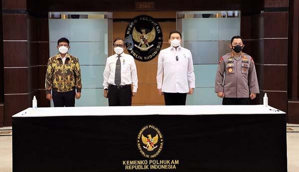 Penandatanganan Surat Keputusan Bersama (SKB) Pedoman Kriteria Implementasi Undang-Undang ITE disaksikan Menko Polhukam Mahfud MD. (Foto Dok Kemenkopolhukam)