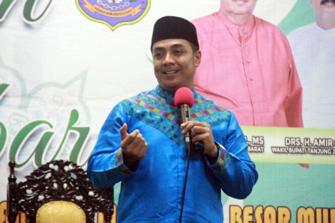 FOTO : Ustadz Riza Muhammad Isi Tabligh Akbar Peringatan Isra' Mi'raj Pemkab Tanjab Barat di Masjid Agung Al-Istiqomah Kuala Tungkal,Minggu (15/03/20).