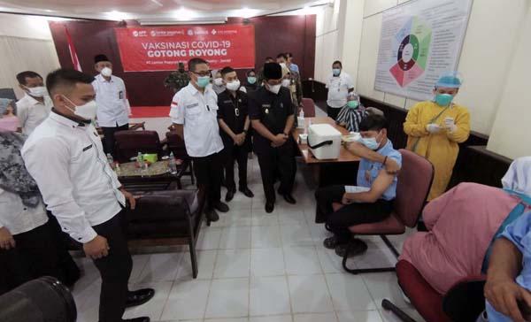 PT LPPPI Selenggarakan Vaksinasi Gotong Royong Untuk 1.200 Karyawannya, Rabu (21/07/21). FOTO : HUMASLPPPI