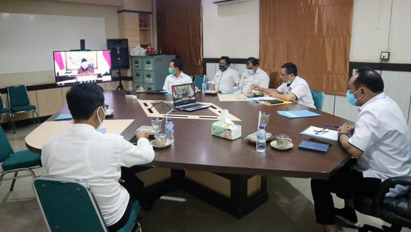 FOTO : Asisten Administrasi Umum, Jeter Simamora, S.IP Mewakili Bupati dalam Kampanye Virtual Gerakan Nasional Netralitas (GNN) ASN lewat Zoom Meeting, Rabu (07/10/20).