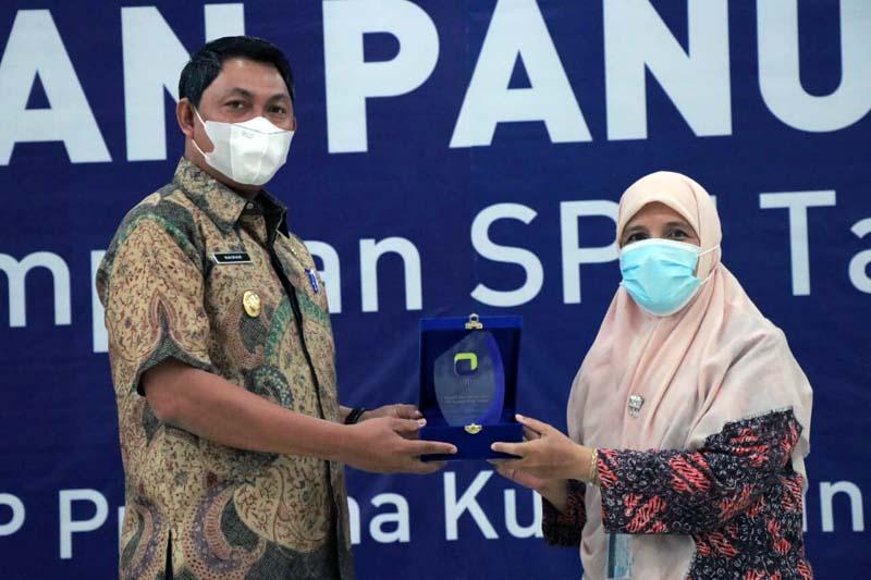 FOTO : Wabup Hairan  Acara Pekan Panutan Penyampaian SPT Tahunan yang dilaksanan KPP Pratama Kuala Tungkal di Gedung Balai Pertemuan, Kamis (18/03/21).