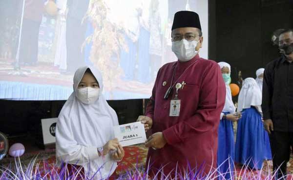 Meningkatkan Budaya Literasi, Maulana Apresiasi Lomba Cerita Harapan RRI Jambi. FOTO : ISTIMEWA
