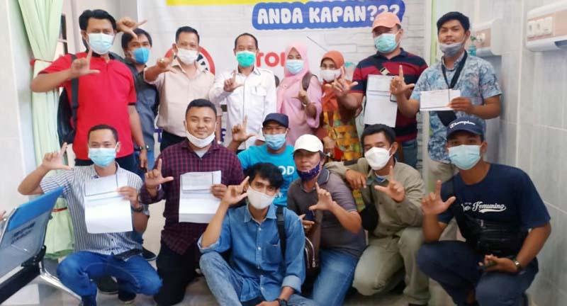 FOTO : Puluhan Wartawan Mendapatkan Suntikan Vaksin Covid-19 tahap pertama di RSUD KH. Daud Arif Kuala Tungkal, Rabu (10/03/21).