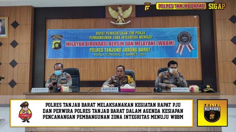FOTO : Kapolres Tanjab Barat AKBP Guntur Saputo, SIK, MH Saat Memimpin Pembentukan Tim Pokja Pembangunan Zona Integritas (ZI) Menuju dan Wilayah Birokrasi Bersih dan Melayani (WBBM), Senin (01/03/21).