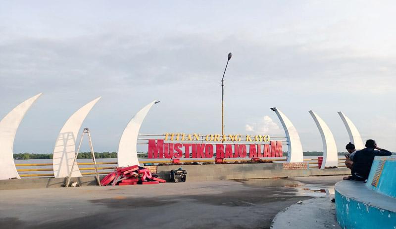 FOTO : Papan Merek Water Front City (WFC) Sejak Sabtu (19/12/20) Menjadi Titian Orang Kayo Mustiko Rajo Alam/Ist