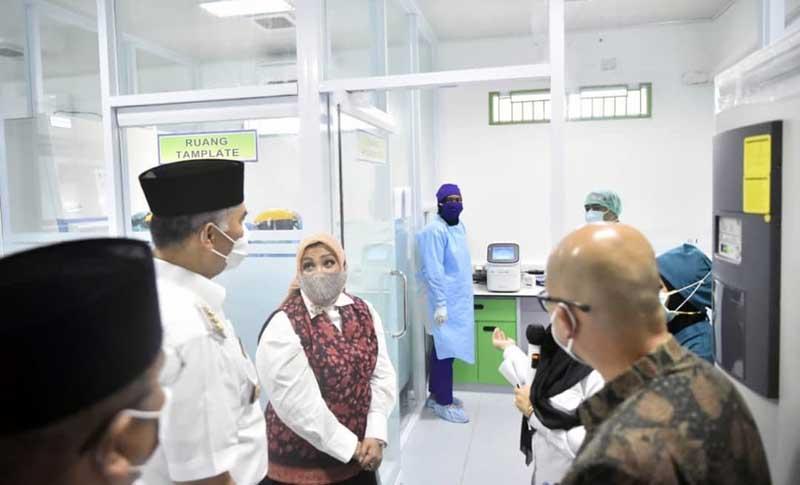 FOTO : Wali Kota Jambi Resmikan Penggunaan Laboratorium Kesehatan Daerah dan launcing penggunaan Test Swab PCR Kota Jambi, bertempat di Labkesda Kota Jambi, Rabu (03/02/21).