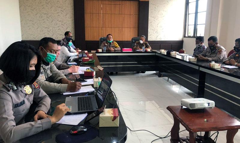 FOTO : Kapolres Tanjab Barat AKBP Guntur Saputro Pimpin Rakor Kesiapan Pengamanan Pengundian Nomor Urut Paslon Pilkada 2020, Rabu (23/09/20).
