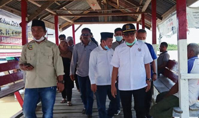 FOTO : AL Haris Bersama H. Bakri Tiba di Dermaga Rantau Rasau II Tanjab Timur