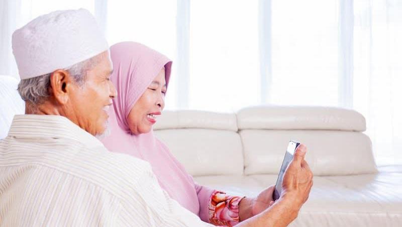 Ilustrasi Video Call Keluarga Saat Momen Lebaran. FOTO : Istimewa