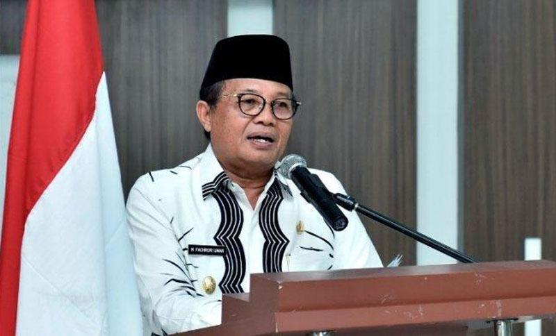 FOTO : Gubernur Jambi Dr. H. Fachrori Umar, M.Hum