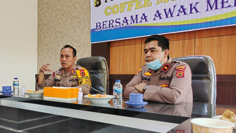 FOTO : Kapolres Tanjab Barat AKBP Gutur Saputro, SIK, MH (kiri) Wakapolres Kompol Alhajat, SIK (kanan)