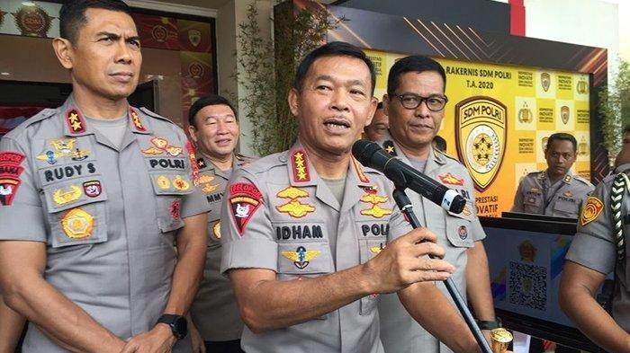 Kapolri Jenderal Polisi Idham Azis (tengah) saat jumpa pers, seusai pembukaan rapat kerja teknis (Rakernis) SDM Polri 2020 di Pusdikmin Polri, Jalan Gedebage, Kota Bandung, Rabu (11/03/20).Foto : Tribun Jabar