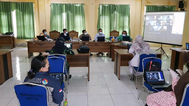 FOTO : Ratusan Peserta Laksar CPNS Mengikuti Pelatihan Operasional Apilikasi Zoom di Kantor Badan Kepegawaian dan Pengembangan Sumber Daya Manusia (BKPSDM) Kabupaten Tanjung Jabung Barat.Selasa (29/09/20).