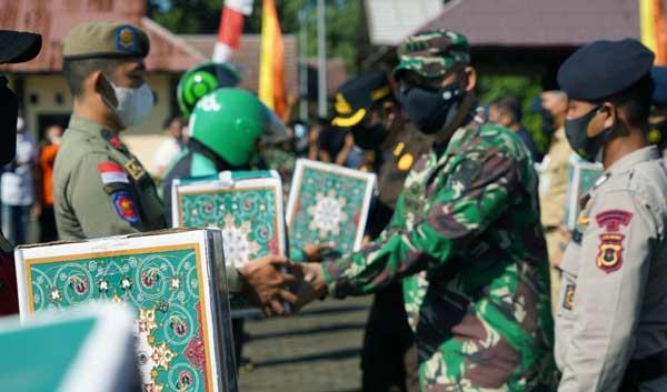 Kegiatan Bakti Sosial Kepolisian Daerah Jambi yang digelar di Makosat Brimobda Polda Jambi, Selasa (27/07/21). FOTO : PENREM