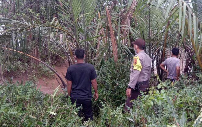 FOTO : Polisi Melakukan Penyisiran Tempal Larinya Kedua Pelaku Pasca Kejadian, Selasa (12/05/20)