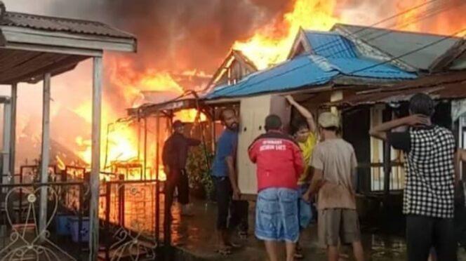 FOTO : Dokumentasi Saat Terjadinya Kebakaran di jalan Senangin-Bawal RT 01, Kelurahan Kampung Nelaya, Sabtu (01/12/18)