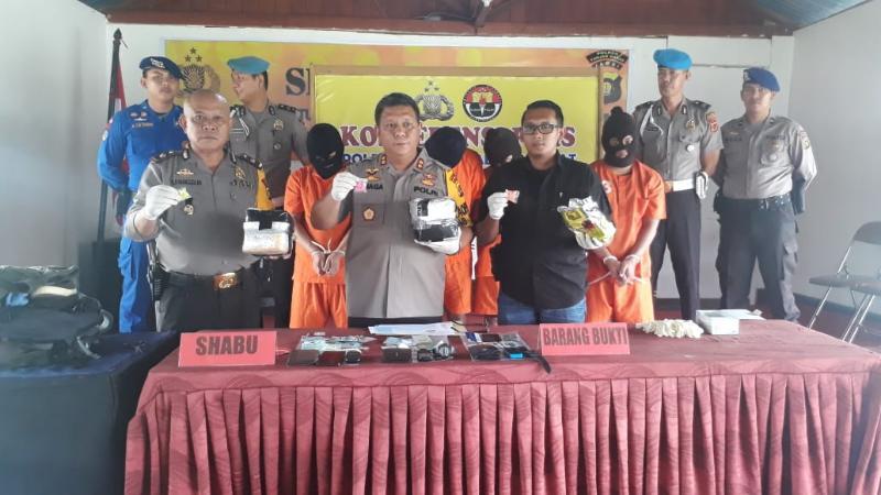 FOTO : Kapolres Tanjab Barat AKBP. ADG Sinaga, S.IK Saat Menyampaikan Pres Rilis, Selasa (29/01/19)