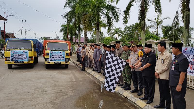 FOTO : Pelepasan Truck Angkutan Beras Rastra oleh Bupati H. Safrial, Senin (17/02/19)