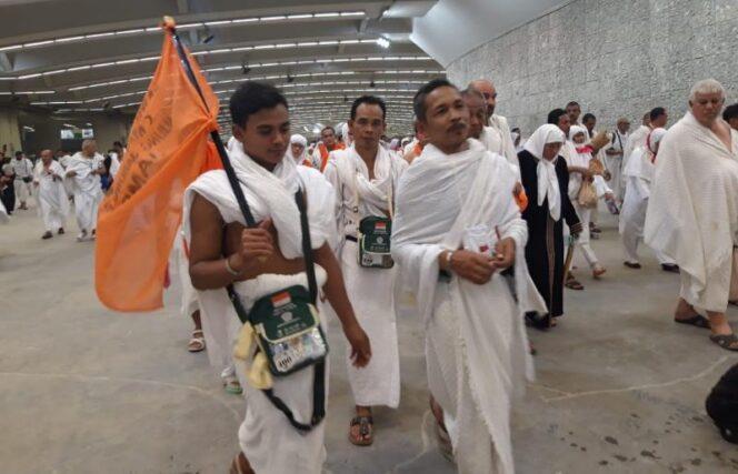 FOTO : Dok. Jamaah Haji Kloter 22 asal Tanjab Barat saat akan Melaksanakan Jamarot Aqobah