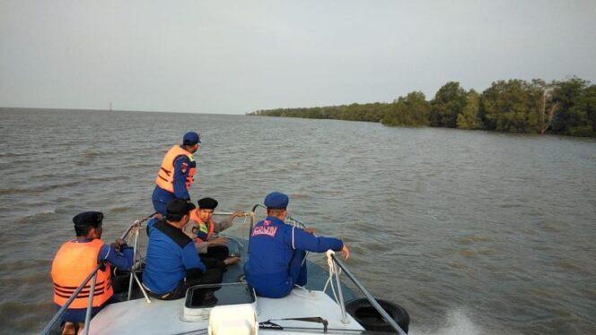 FOTO : Satuan Polisi Perairan Polres Tanjab Barat dan Airud Polda Jambi Lakukan Pencarian Korban, Rabu (21/08/19)