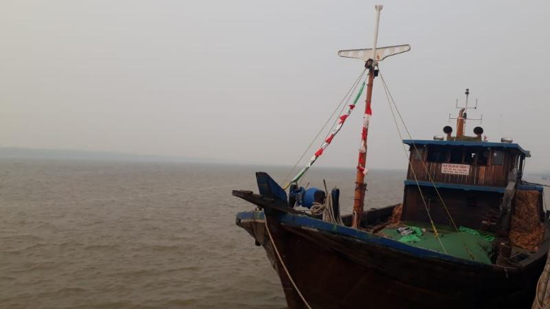 FOTO : Tampak Kondisi Perairan Tanjab Barat yang Mulai Berkabut Foto Diambil Minggu (25/08/19) sekitar Pukul 14.47 WIB
