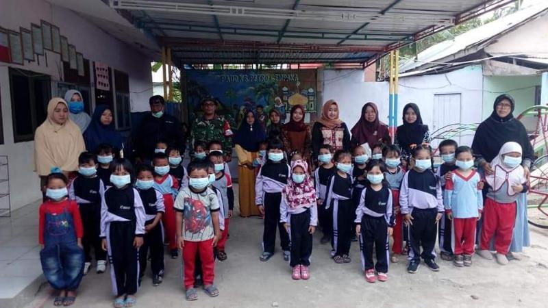 FOTO : Dok. Kegiatan Pembagian Masker Gratis Secara Massal Oleh Dinkes dan PKM Tanjab Barat, Kamis (05/09/19)