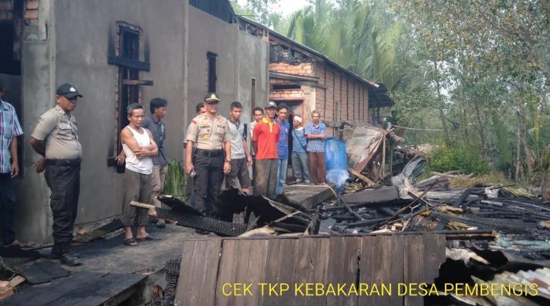 FOTO : Dok. Polsek Tungkal Ilir Peristiwa Kebakaran di RT 06, Desa Pembengis, Kecamatan Bram Itam, Kabupaten Tanjung Jabung Barat, Senin (09/09/19)