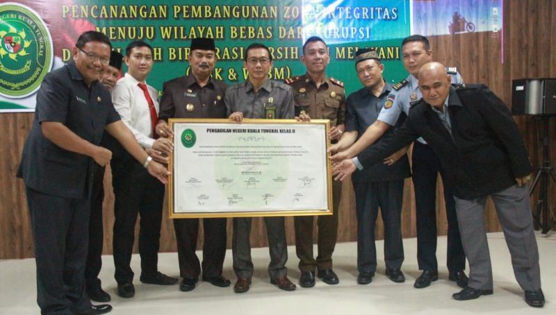 FOTO : Wabup Amir Sakib Hadiri Deklarasi Pembangunan Zona Integritas Pengadilan Negeri Kuala Tungkal, Selasa (17/09/19)