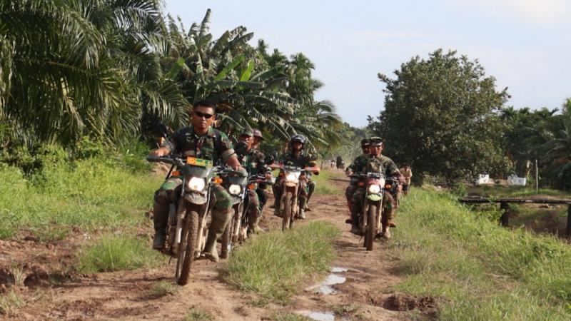 FOTO : Komandan Kodim 0419 Tanjab Letkol Inf Erwan Susanto S.IP Ketika Meninjau Desa Labuhan Pering.