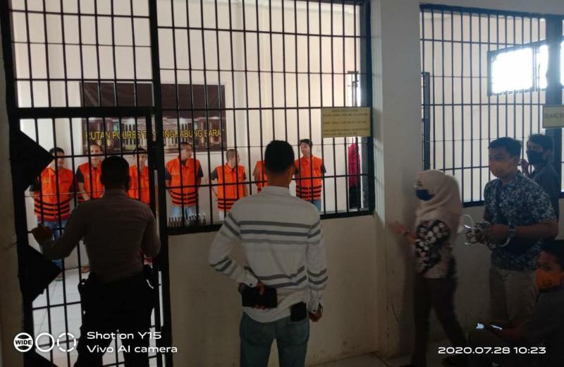 FOTO : Proses Pelimpahan 12 tahanan di Polres Tanjung Jabung Barat ke Lapas Kelas II B Kuala Tungkal, Selasa (28/07/20).