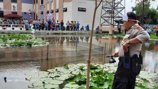 FOTO : Memeriahkan HUT Kemerdekaan RI ke 75, Polres Tanjab Barat menggelar Lomba Mancing di kolam pemancingan Polres Tanjab Barat, Sabtu (15/08/20)
