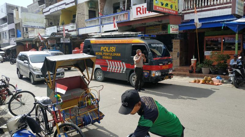 FOTO : Personil Polres Tanjab Barat Ketika Patroli Himbauan Protokol Kesehatan, Kamis (20/08/20)