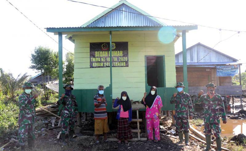 FOTO : Rumah Endrik yang di Bedah Satgas TMMD Ke 108 Tahun 2020 Kodim 0419/Tanjab