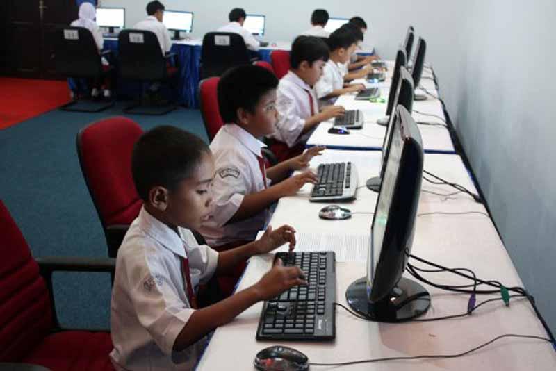 LUSTRASI : Sebanyak 7.665 siswa Sekolah Dasar (SD) dan Sekolah Menengah Pertama (SMP) di Kabupaten Tanjung Jabung Barat akan mengikuti Ujian Akhir Sekolah (UAS) pada April tahun 2021.