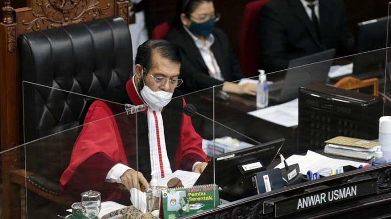Ketua MK Anwar Usman saat membacakan amar putusan sengekta Pilkada Jambi, Senin (22/03/21). Dok. Istimewa