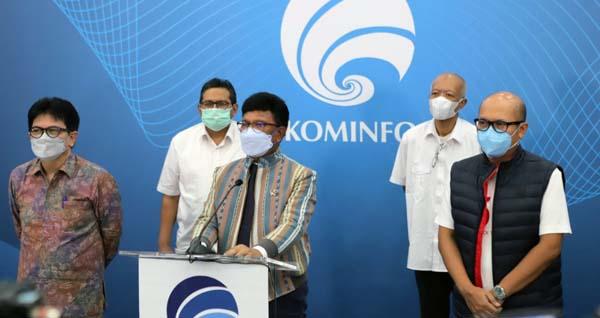 Bertempat di kantor Kementerian Komunikasi dan Informatika (Kominfo), Jakarta, Senin (24/5/2021), dilakukan penyerahan Surat Keterangan Laik Operasi (SKLO) teknologi 5G dari Kementerian Kominfo ke Telkomsel. FOTO : detik.com